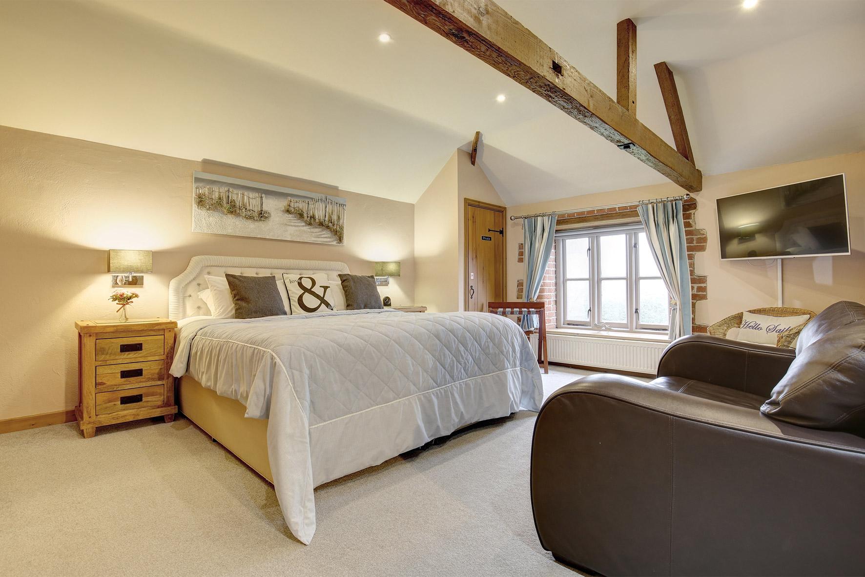 Lavender Barn - Double Bedroom 1