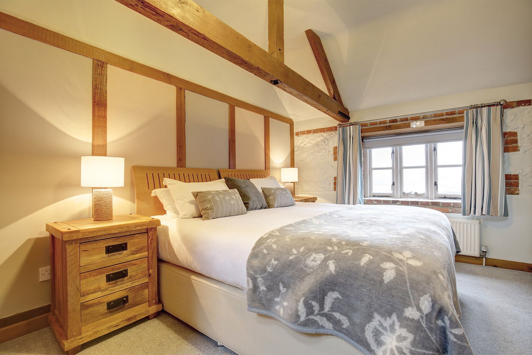 Lavender Barn - Double Bedroom 2
